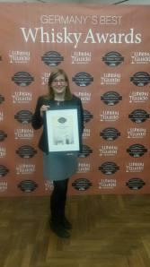 27.11.15 auf der Interwhisky in Frankfurt: Freyja Hoffrichter, Tochter des Inhabers, nimmt die Urkunde über den 2. Platz für die Barrensteiner Whiskybar als Germany´s Best Whiskybar 2015 entgegen...den 1. Platz machte eine Berliner Whiskybar mit 800 Whiskys, den dritten Platz die Cocktailschmiede auf Norderney. Wir freuen uns riesig über die Platzierung!