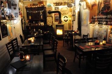 Schottische Abende mit Whiskyverkostung und Live-Dudelsackmusik in der Barrensteiner Whiskybar 0 21 81 - 75 75 725