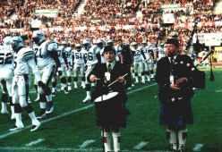 """im alten Düsseldorfer Stadion für das American Fooball Team aus Glasgow """"Scotland The Brave"""" und """"Flower of Scotland"""" vor 10.000 über die Stadionanlage gespielt"""