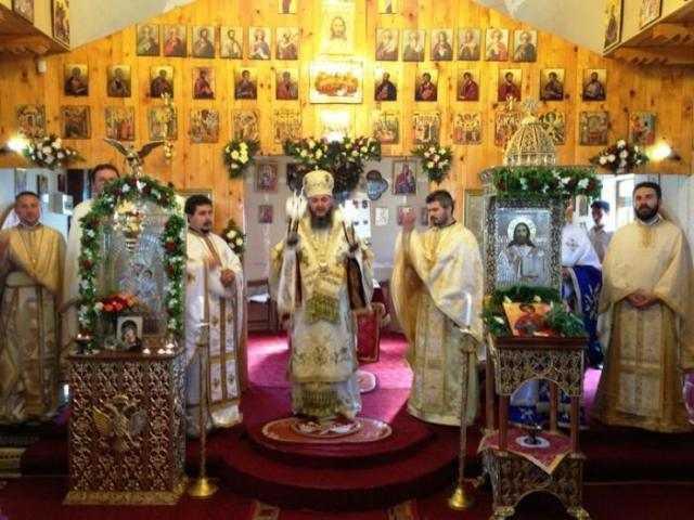 slujire-arhiereasca-in-biserica-parohiei-comana