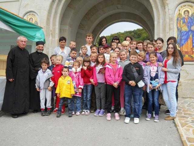 copii-in-pelerinaj-la-manastirile-din