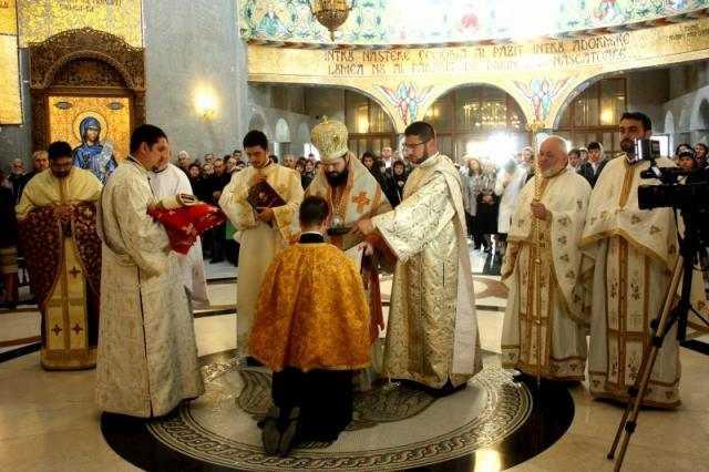 liturghie-arhiereasca-la-catedrala-din-mioveni-1