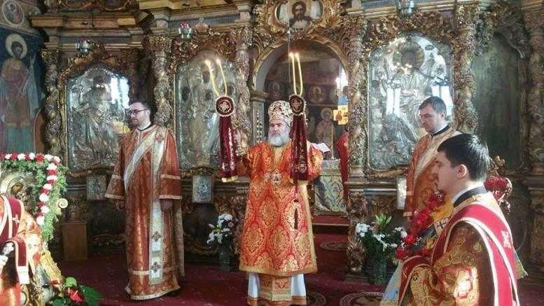 liturghie-arhiereasca-la-roman-in-prima