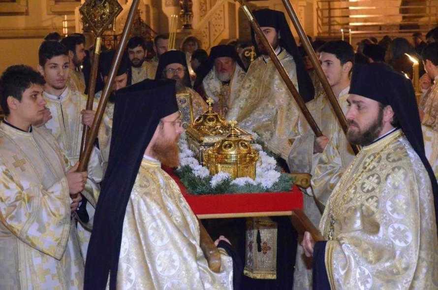 procesiune-cu-moastele-sfintilor-trei-ierarhi-1