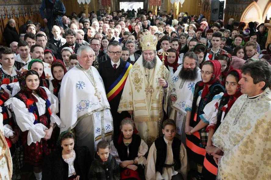 liturghie-arhiereasca-in-biserica-monument-istoric