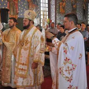 liturghie-arhiereasca-la-salatig-5