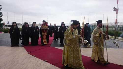 delegatia-bisericii-ortodoxe-din-grecia-a-ajuns-la-bucuresti-cu-moastele-sf-arhid-stefan