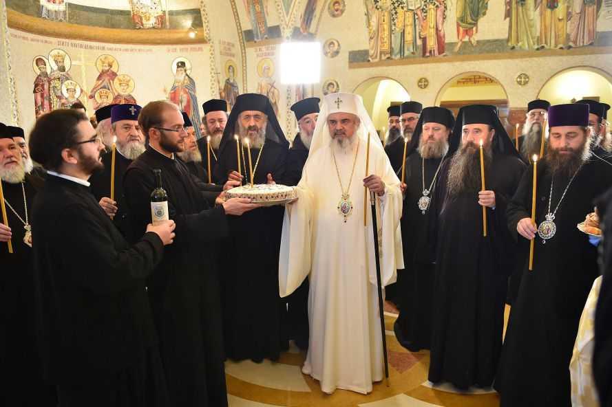 ierarhi-sinod-pomenire-colectiv-un-an