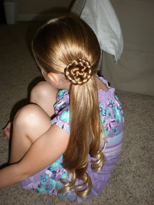 Simple If Your Little Girl Likes Flowers, Shes In For A Treat With This Hairstyle! Pull Hair Into A Simple Halfup Do And Secure It With An Elastic Braid The Ponytail And Add An Elastic At The Bottom Before Loosening The Braid By Pulling The Edges