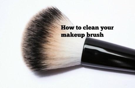 clean-makeup-brush