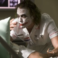 Aaron Eckhart tells incredible story about Heath Ledger and The Dark Knight (video)