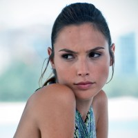 Gal Gadot takes the Ice Bucket Challenge, calls out 'Batman v Superman' director Zack Snyder (video)