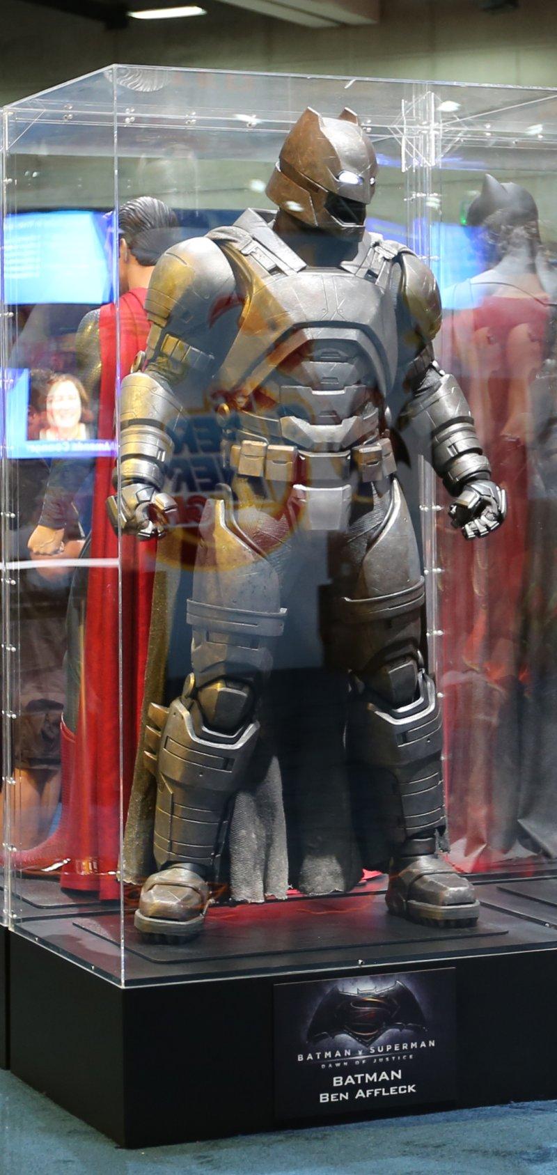 Ben Affleck's armored Batsuit in 'Batman v Superman' is ...