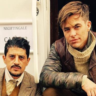 First look at Chris Pine as Steve Trevor in 'Wonder Woman' set photo