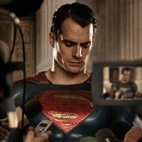 The press interviews Superman in new 'Batman v Superman' image