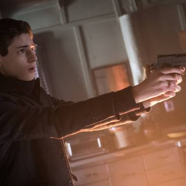"Gotham S02E18: ""Pinewood"" – synopsis, photos, videos, and discussion"