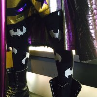 DC Exhibit Tour: Joker wears Batman leggings in 'Suicide Squad' (video)