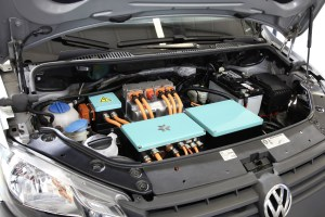 Hocheffizienter-VW-Caddy-350-km-Reichweite_Motorraum_1440
