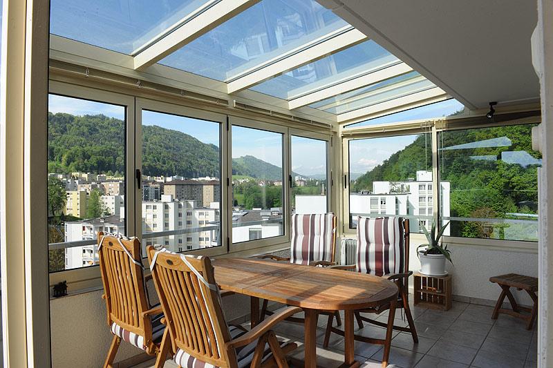 balkonverglasung schweiz bauen und wohnen in der schweiz. Black Bedroom Furniture Sets. Home Design Ideas