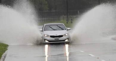 Tropical storm floods Texas, major hurricane to miss U.S.
