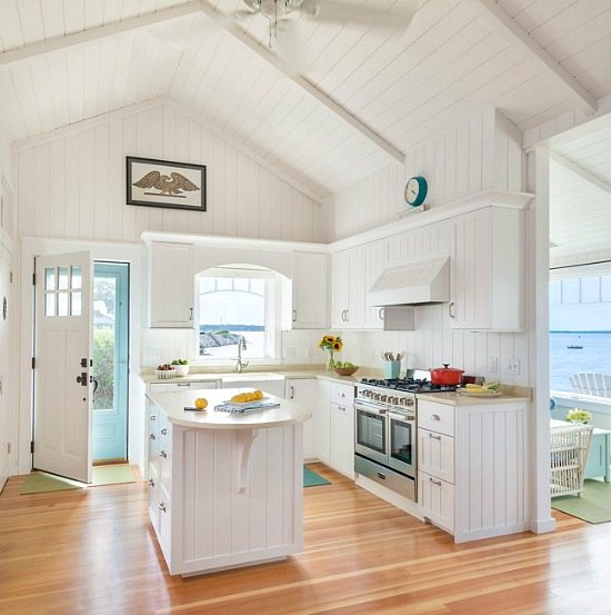 20 Charming Cottage Style Kitchen Decors: Charming New England Beach Bungalow