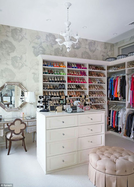 How to create a walk-in wardrobe in your home
