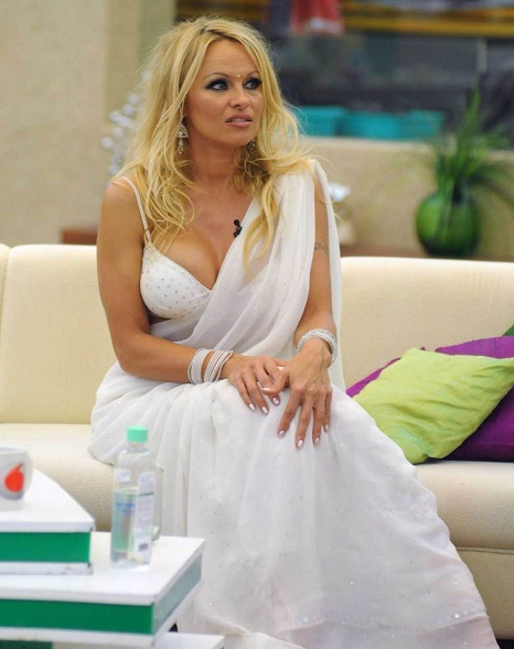pamela-anderson-in-white-saree