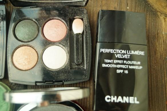 En makeup med Chanel hade varit ett fint alternativ med palett, foundation och läppstift hade varit ett anant alternativ