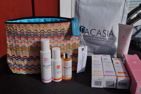 Jag kom hem välekiperad med de finase produkterna från Cicamed och Dr.Temt  för min hud nu under behandlingen!