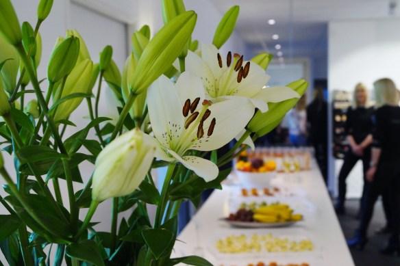 Champagne, snittar, vackra blommor och skönhet i överflöd, om jag trivdes?? :)