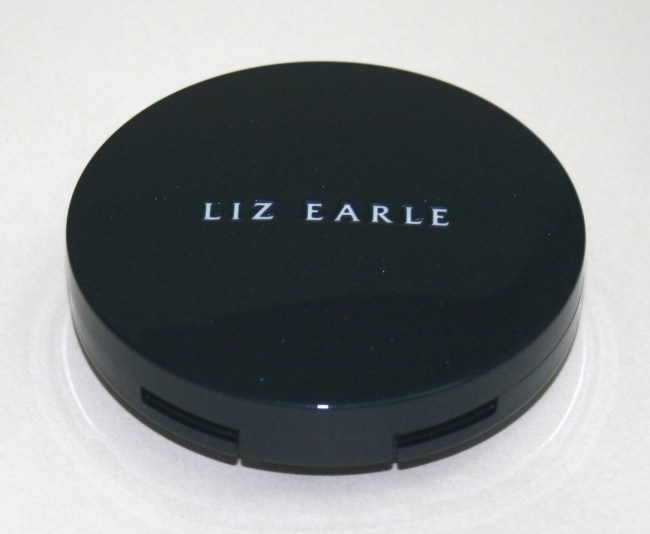 Liz Earle Perfect Finish Powder Foundation closed
