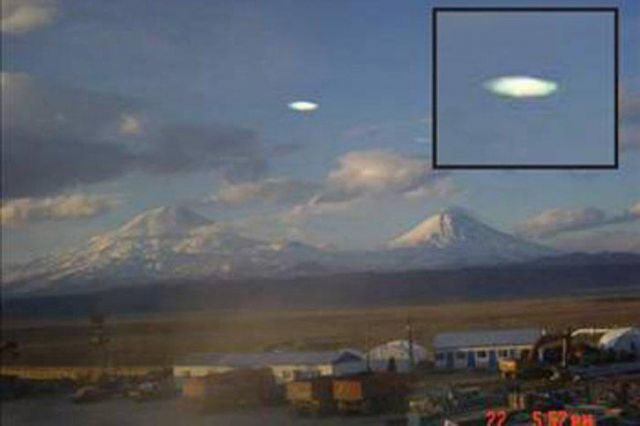 UFO News ~ Fleet of UFOs Harvesting Energy from Thunderstorm and MORE 555436_439742786097488_422519134_n