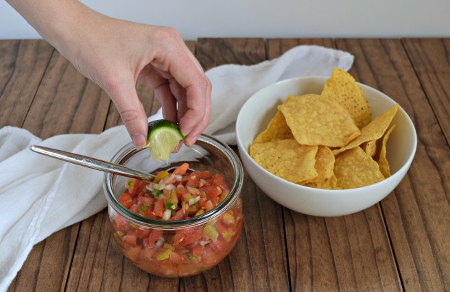 Fresh Salsa Recipe | This is the best salsa recipe for summer! Tomatoes, onions and peppers + a bit of lime juice and seasoning is the perfect taste of summer.