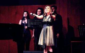 ريمي بندلي في الجامعة الأميركية تغني زكي ناصيف
