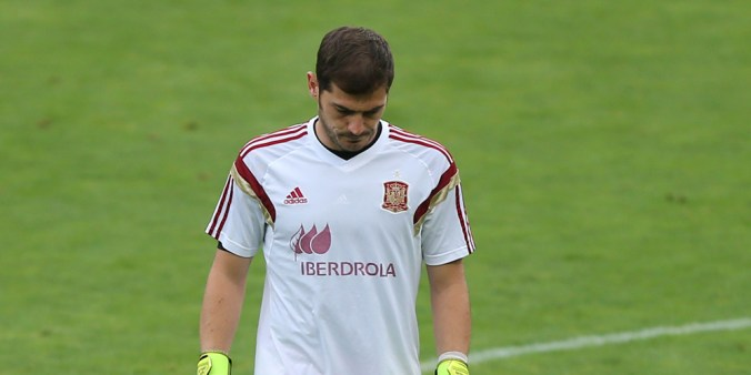 Spain's goalkeeper Iker Casillas takes part in a training session at the Reino de Leon stadium in Leon on June 10, 2015, on the eve of the friendly football match Spain vs Costa Rica. AFP PHOTO / CESAR MANSO