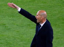 """Real Madrid's French coach Zinedine Zidane gestures from the sideline during the Spanish league """"Clasico"""" football match FC Barcelona vs Real Madrid CF at the Camp Nou stadium in Barcelona on April 2, 2016. / AFP PHOTO / PAU BARRENA"""