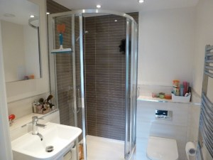 15 QUADRELLA SHOWER ROOM