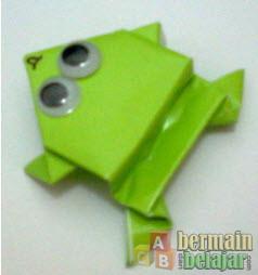 membuat origami kodok