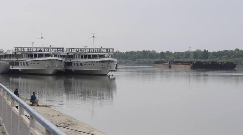 теплоходы УДП-Волга и Днипро