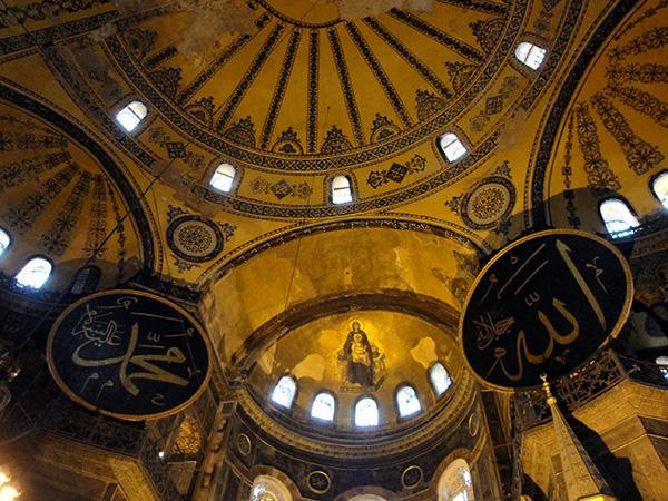 Innenraum der Hagia Sophia in Istanbul mit Fresko