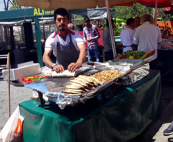 Verkaufsstand auf dem Fischmarkt in Karaköy, Istanbul