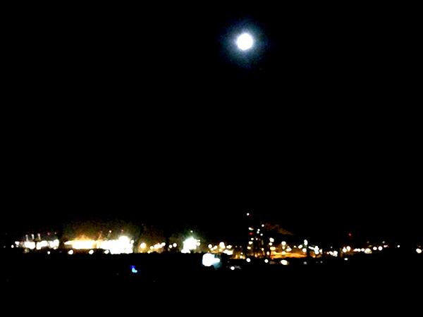 Hamburger Hafen nachts beim Reeperbahn Festival 2015.
