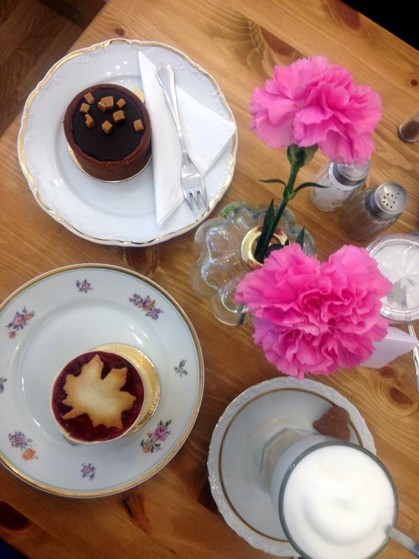 Zuckermonarchie, Hamburg: Kuchenfrühstück mit Salzkaramell und Milchreistörtchen. Foto: Isabel Herwig