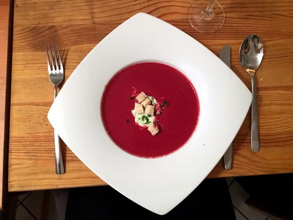 Rote Beete-Himbeersuppe vom Privatkoch von La Belle Assiette