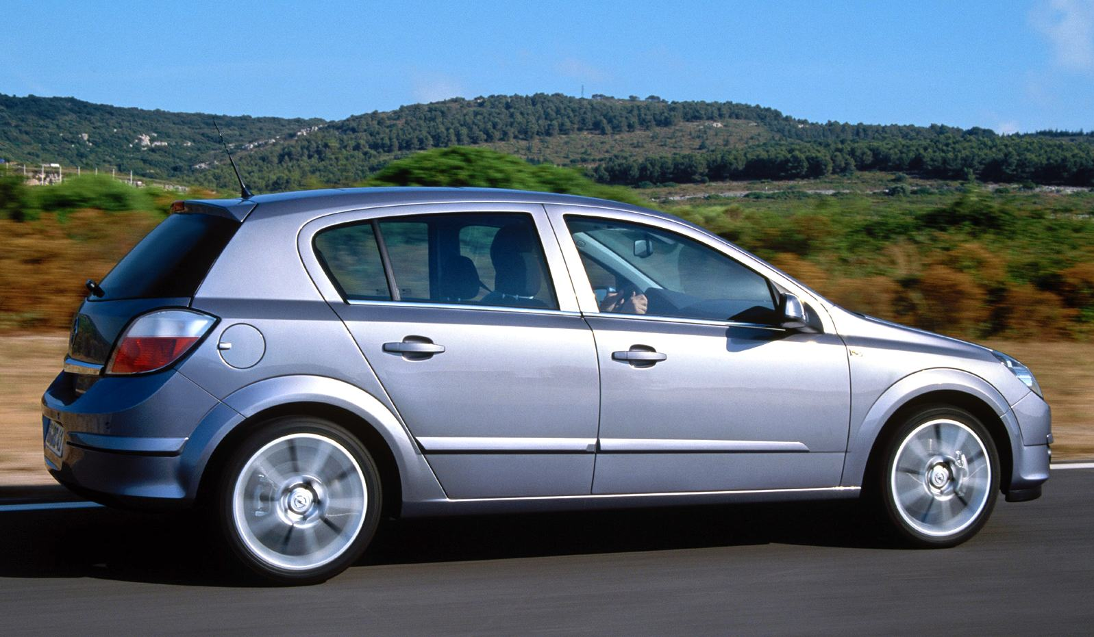 europe 2005 vw golf keeps opel astra at bay or does it best selling cars blog. Black Bedroom Furniture Sets. Home Design Ideas