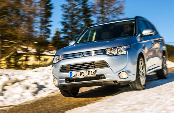 Mitsubishi Outlander Europe December 2013. Picture courtesy of conceptcarz.com