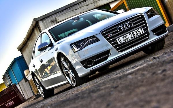 Audi S8 Gulf 2013. Picture courtesy of motoringme.com