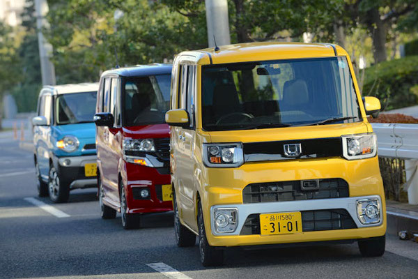 Daihatsu Wake Honda N-BOX Suzuki Hustler Japan June 2015. Picture courtesy autoc-one.jp
