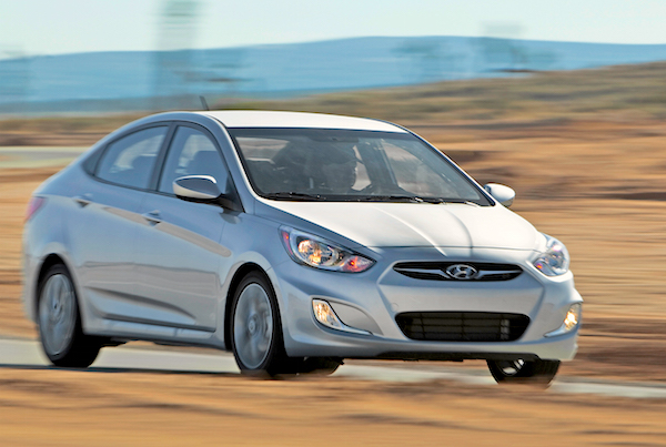 Hyundai Accent Chile October 2015