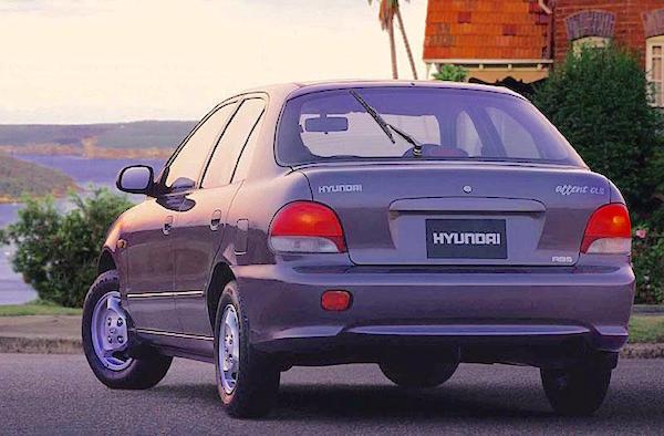Hyundai Excel Australia 1998. Picture courtesy motoburg.com